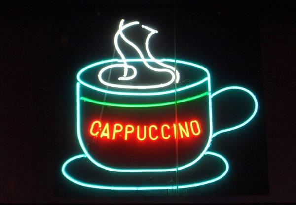 大好きなコーヒーが口臭を引き起こす7つの原因とその対策