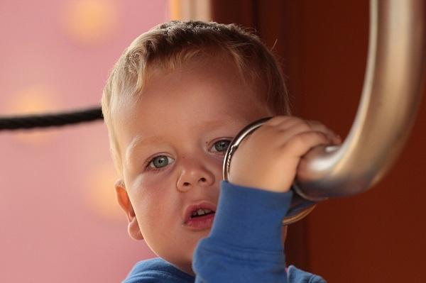 放っておけない子供の口臭を改善する、9つの方法