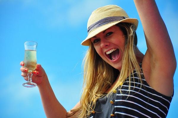 口臭を治療して人生をバラ色に変える9つの方法