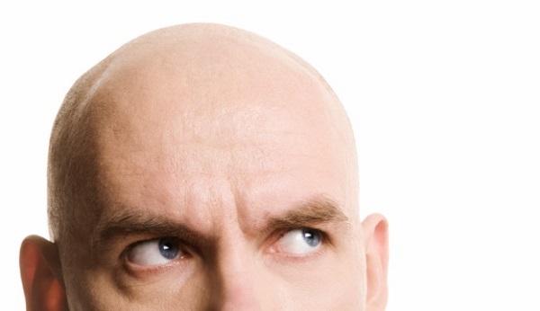 薄毛の原因を突き止めて、髪の毛をふっさふさにする9つの方法