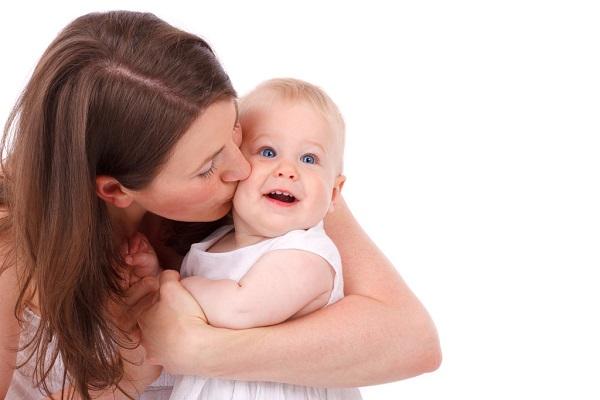 産後に抜け毛が増えて驚いた!これ以上、抜けない為の5つの対策