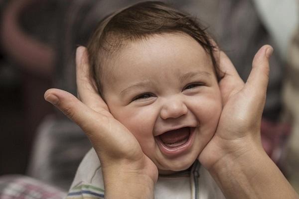 赤ちゃんの口臭をチェックして、病を未然に防ぐ9つの方法