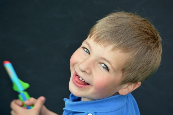 子供の口臭が気になる時、親がすると良い7つの正しい対処