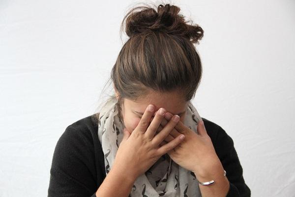 にきびをつぶすと、さらにお肌が悪くなる6つの理由