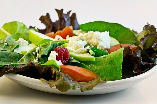 ニキビを直したいなら、ぜったい外せない7つの美肌な食べ物たち