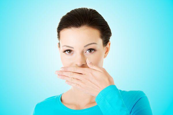 身だしなみの仕上げに、5秒で口臭チェックする7つの方法