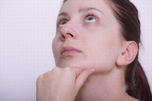 あごのニキビは原因を消さないと、とんでもない事になる9つの理由