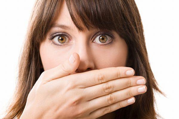 いつでも、どこでも、5秒で口臭をチェックする9つの方法