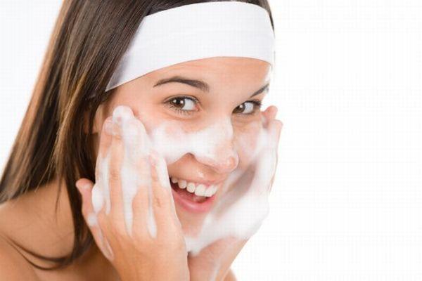 ニキビを解消して健康なお肌を手に入れる、 お手軽洗顔術