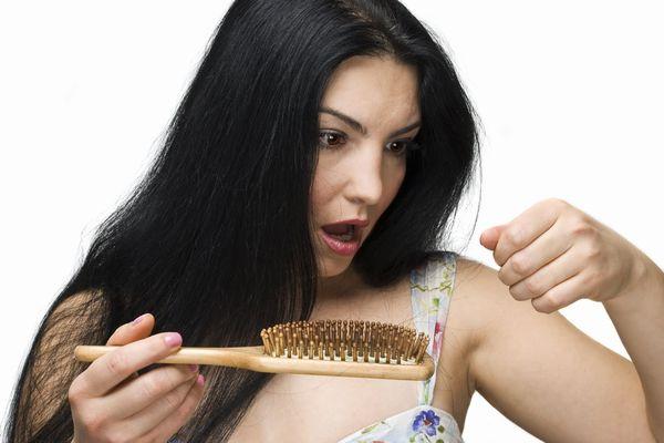 抜け毛の本数をチェックして 頭皮の健康状態を知る7つの方法