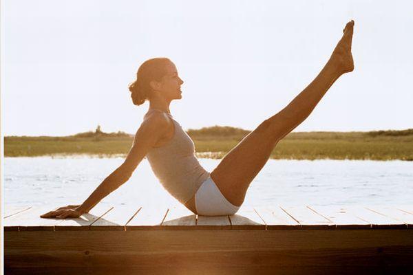 足を健康的に細くするためのシンプルなピラティス体幹体操