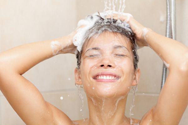 正しい髪の洗い方で 頭皮の乾燥を防ぐ7つのテクニック