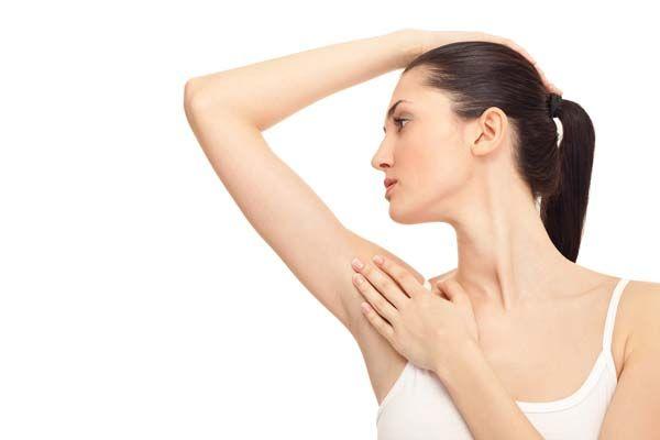 脇汗の原因を突き止めて、 今すぐ制汗する9つの方法