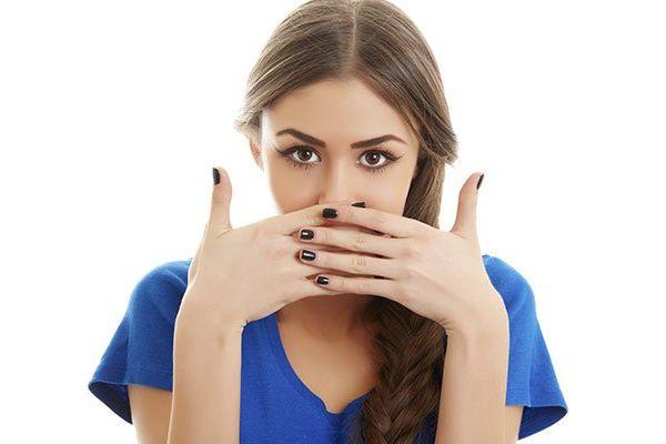 いつでも、どこでも、5秒で口臭をチェックする7つの方法
