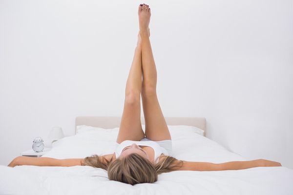 足を細くする簡単ストレッチ法!寝る前5分間の絶大な効果