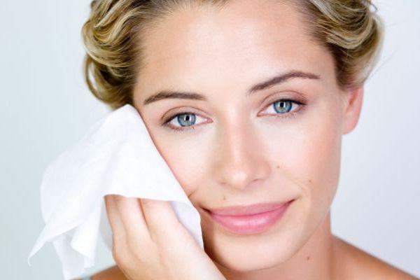 多汗症で顔が気になるときにその場でサッとできる簡単ケア