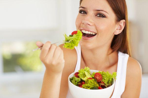 ニキビと食べ物の関係を学んで辛い肌トラブルから脱出する方法