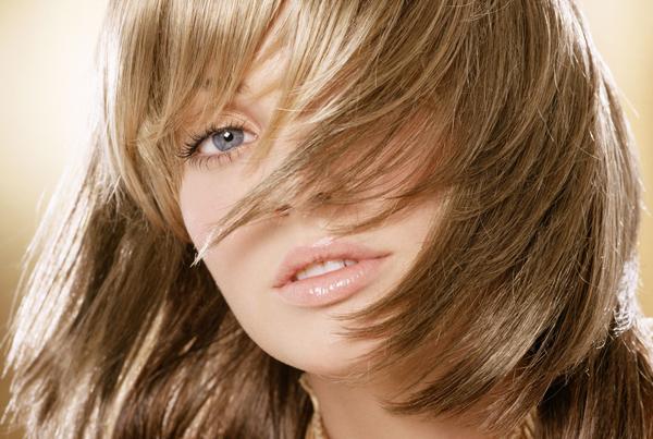 抜け毛の原因をチェック!髪のボリュームを取り戻す方法