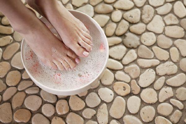 案外身近な所にある、足の臭いの原因を叩き潰す5つの方法