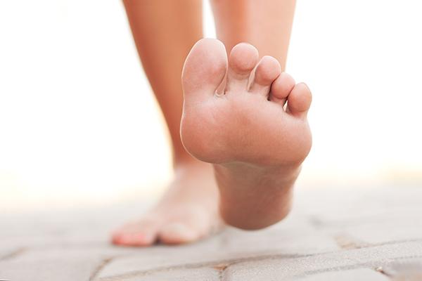 足汗がひどくて困る!足の裏ぐっしょりを解消する方法