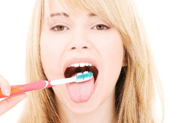 舌苔の除去はやりすぎると逆効果、その正しい5つの対処法