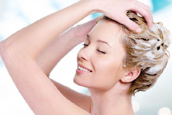 薄毛が気になり始めた女性必見、シンプル頭皮ケアと食事術
