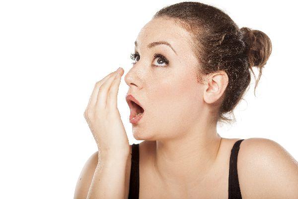 息が臭いと言われた時、慌てずに取り組みたい対処術