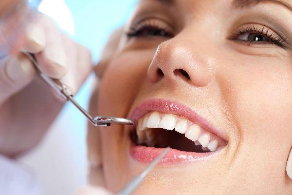歯石は口臭の原因!正しくケアしてくれる歯医者さんの探し方
