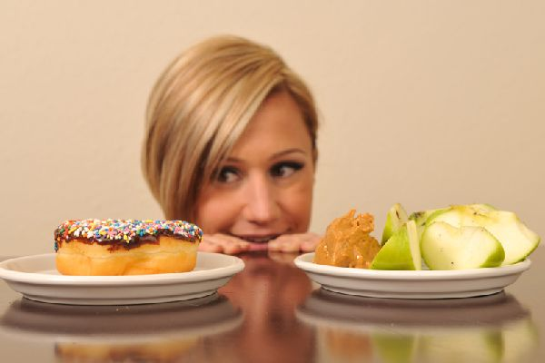 お腹の脂肪を減らしながら食べたいものを我慢しない秘訣!