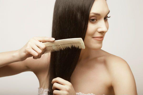 抜け毛には原因がある!頭皮の仕組みを正しく踏まえた対処術