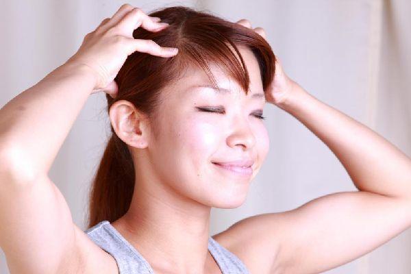 女性の薄毛で悩む人にオススメ☆気軽にできるセルフケア術