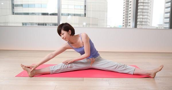 超簡単!?毎日続く5つの足痩せストレッチ法を伝授☆
