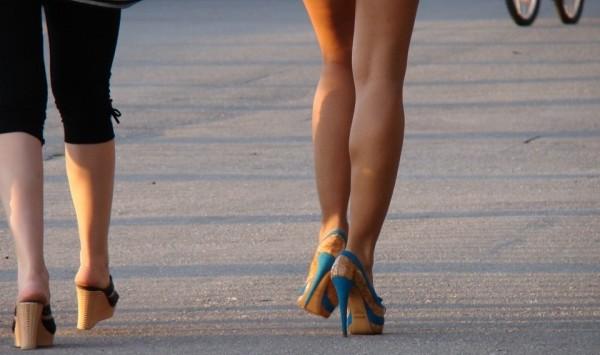 足が長くなる方法、手軽に試せるおすすめはこれ!