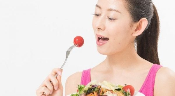 内臓脂肪はどんどんたまる?改善すべき食事方法