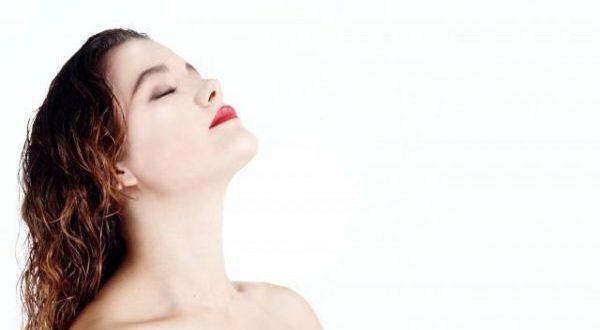 頭皮が脂っぽい原因とべたつきを改善する術