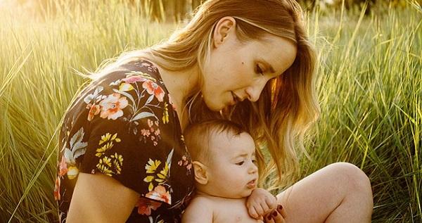 産後の抜け毛はなぜ起こる?その原因と対処法