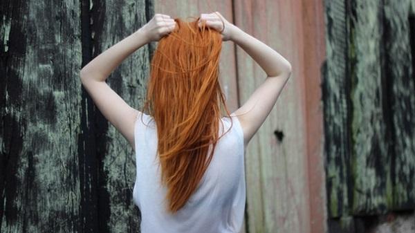 女性の薄毛問題を解決!加齢に負けない美髪づくりのコツ