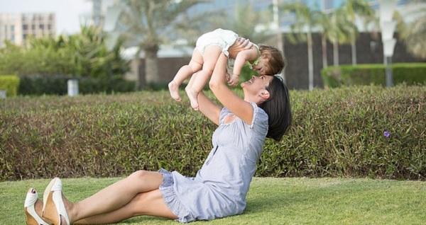 産後の抜け毛はいつまで?悩みを解消する5つのアプローチ