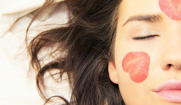 大人ニキビの5大原因と美肌を作るための生活習慣とは